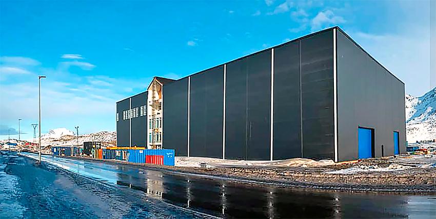 Der er fuld gang i byggeriet i Nuuk, hvor Usisaat gør klar til at rykke ind i 5700 etagemeter nyt domicil. Den nye Scantruck-forhandler satser på at styrke både salg og service af entreprenørmaskiner.